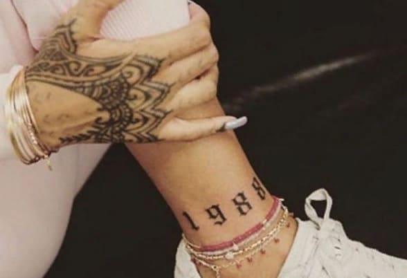Татуировки Рианны на ногах