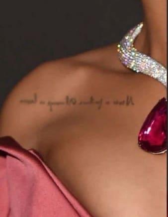 Татуировки Рианны на ключице