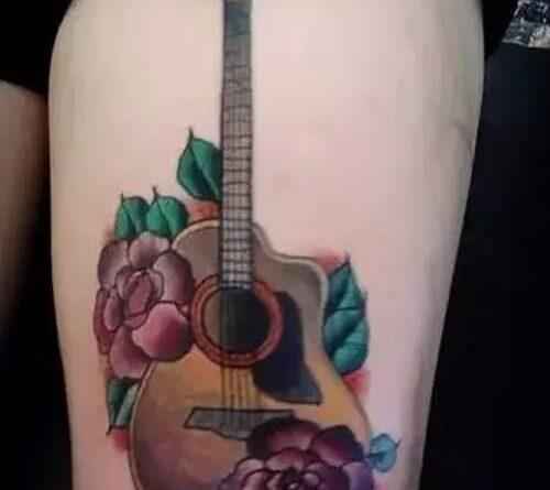 Тату гитара с цветами
