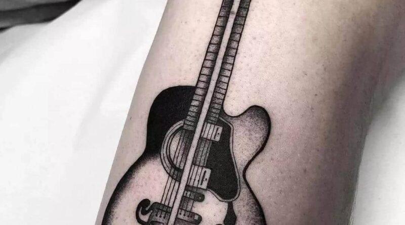Тату гитара чб