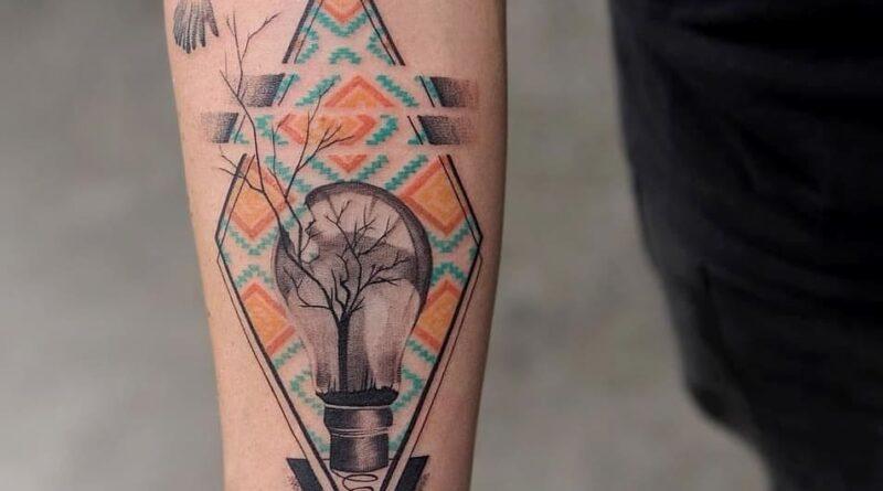 Тату воробей треугольник с лампой